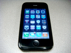 iSkin solo装着後のiPhone 3GS、表 (クリックで拡大)